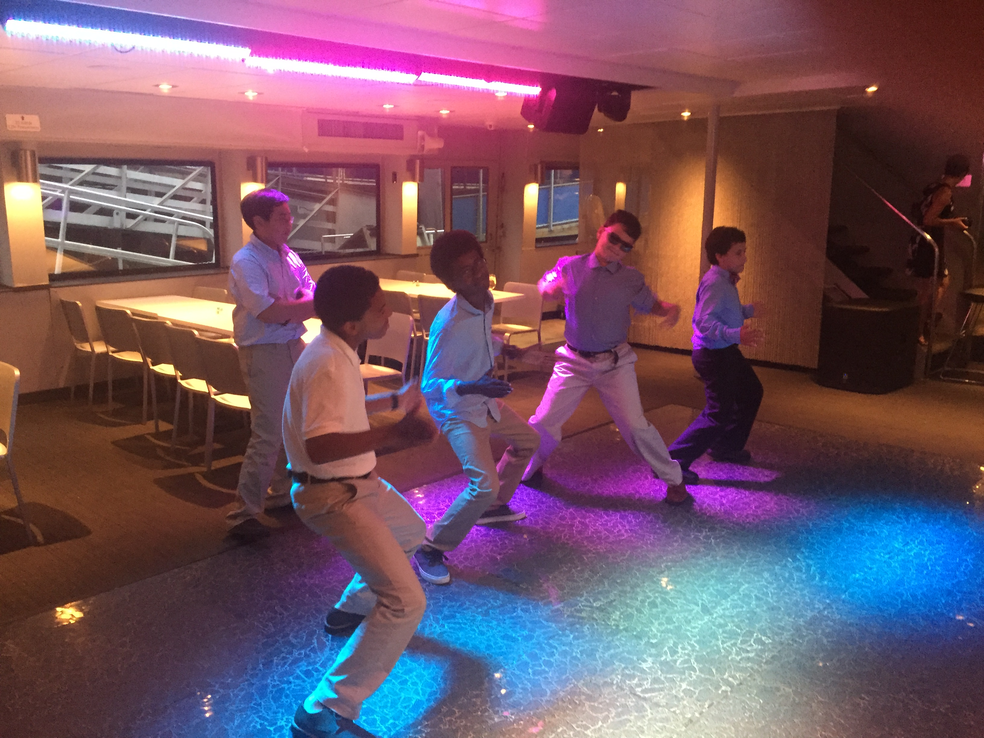 Experimentory students break out dancing